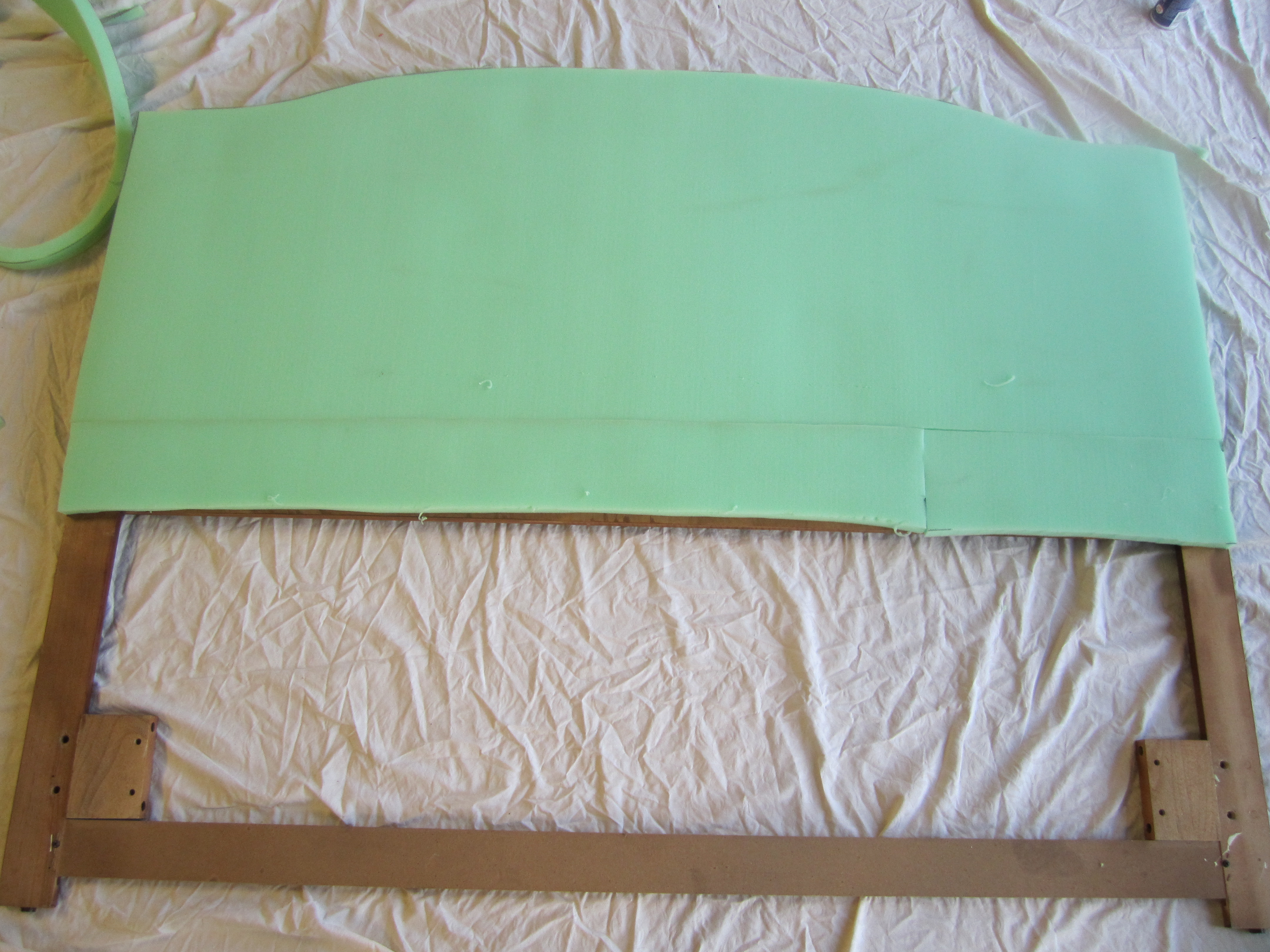 How to cover a headboard - Apply Batting Cut A Large Piece Of The Batting That Will Cover The Entire Headboard Smooth Said Batting Over The Entire Front Of The Headboard
